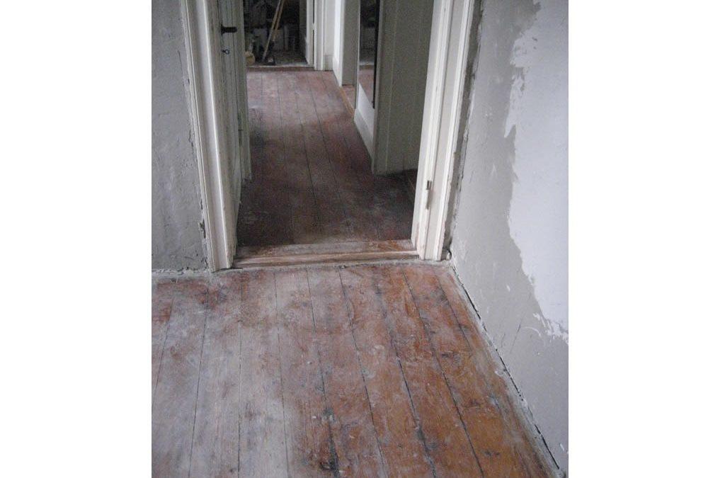 Få et flottere gulv med en professionel gulvafhøvling