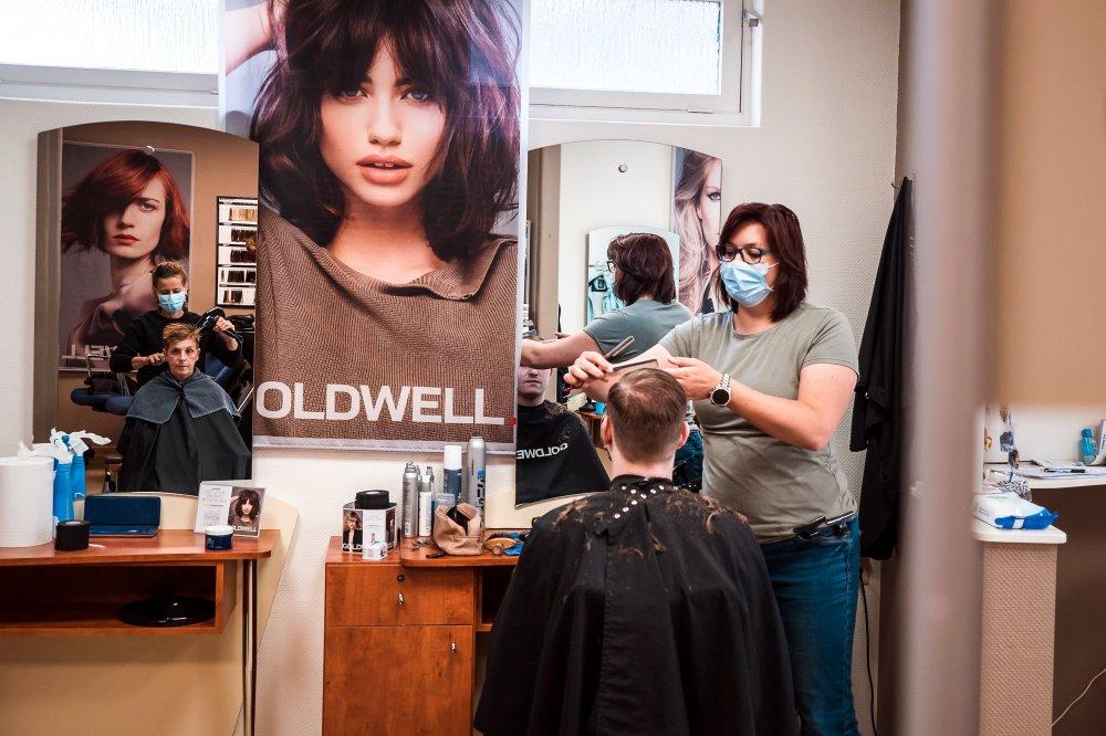 Er en frisørsalon egentlig sådan et lidt fesent og kedeligt sted?